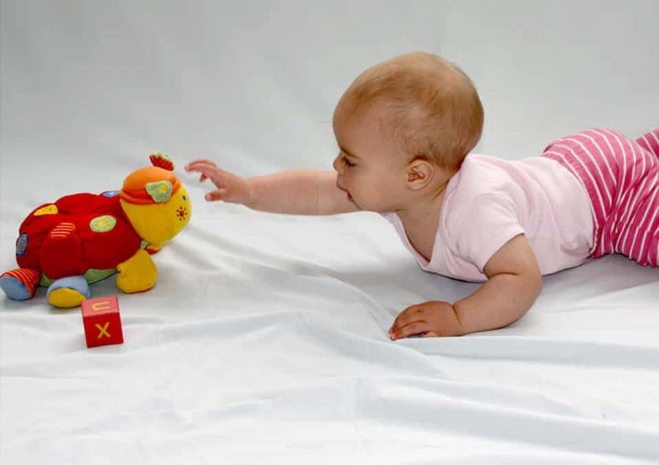 Baby Development – When Do Babies Reach For Objects?