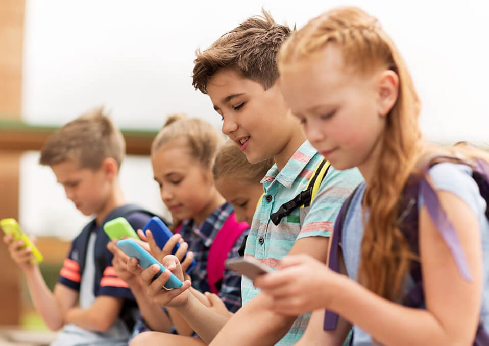 How Parents Can Encourage Reading at Home and Limit Screen Time?